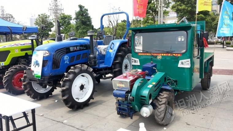 广场今日有大型农业机械展览