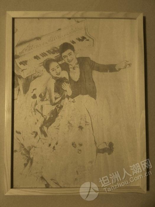 婚纱摄影木板雕刻画1.jpg