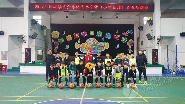 小朋友都唔执输,话要参加冬令营训练大个参加镇的篮球联赛!