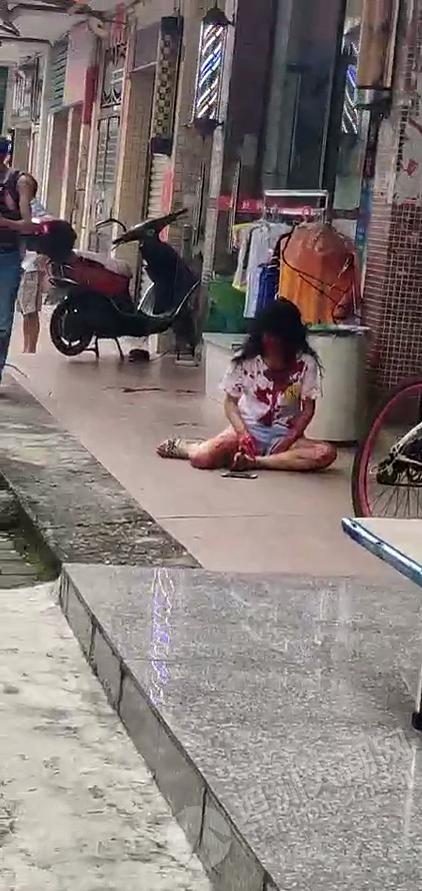 老公杀老婆?坦洲女子浑身是血瘫坐地上,附近还有一把螺丝刀