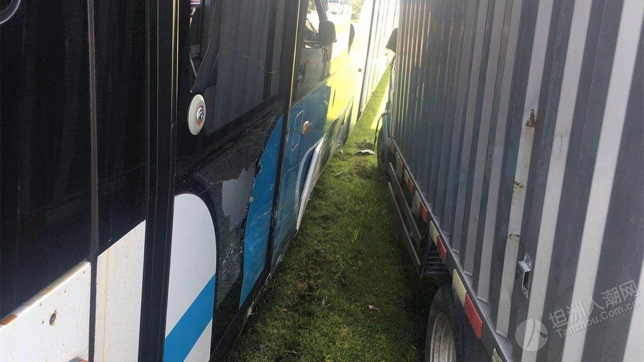 珠海一女司机上冲开车冲撞有轨电车!损失竟高达……