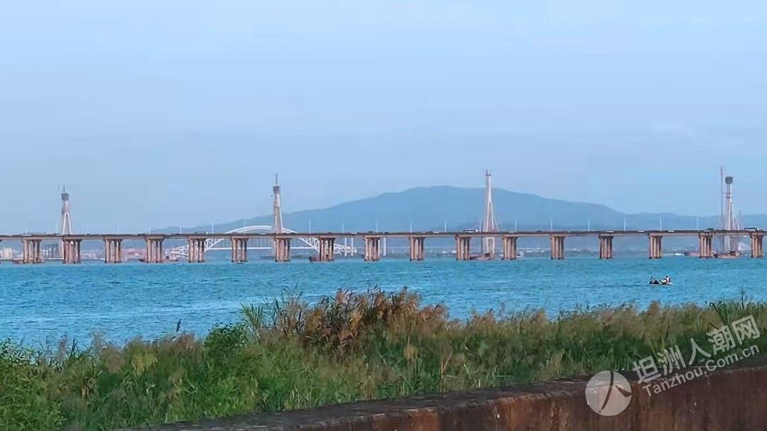 现场实录香海大桥昭兴段高架桥的建设情况