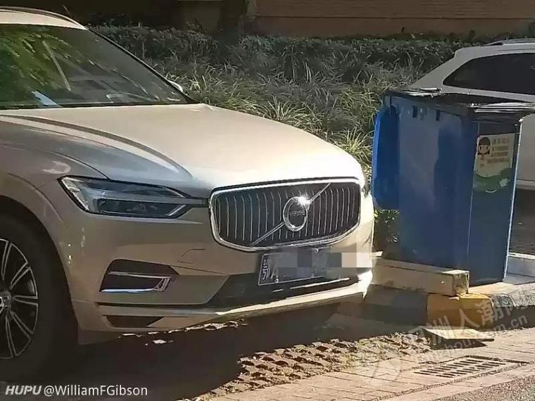 网友发现坦洲一小区有两辆武汉牌小车...