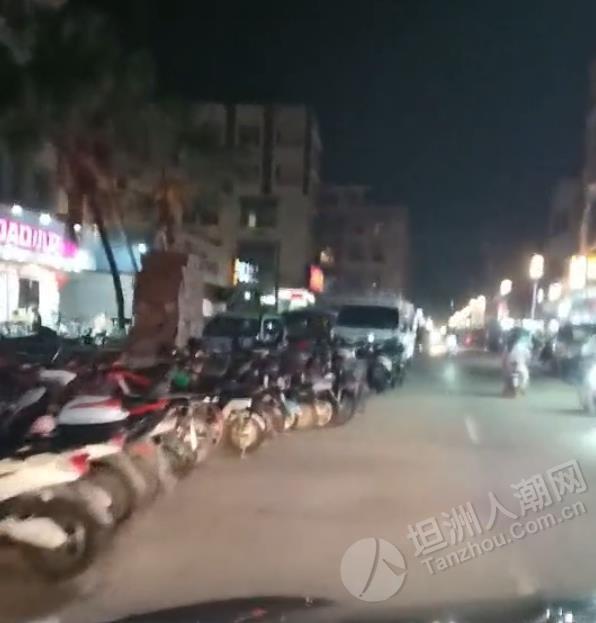 金斗街没路走了!销售电动车的店铺把路占了一大半