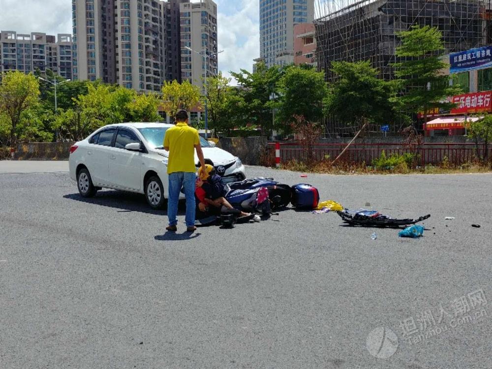 突发!国际花城路口小车与摩托车相撞,小朋友送院