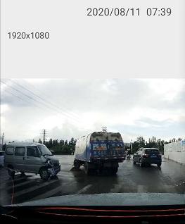小心驾驶!坦洲这个红绿灯处又有事故发生