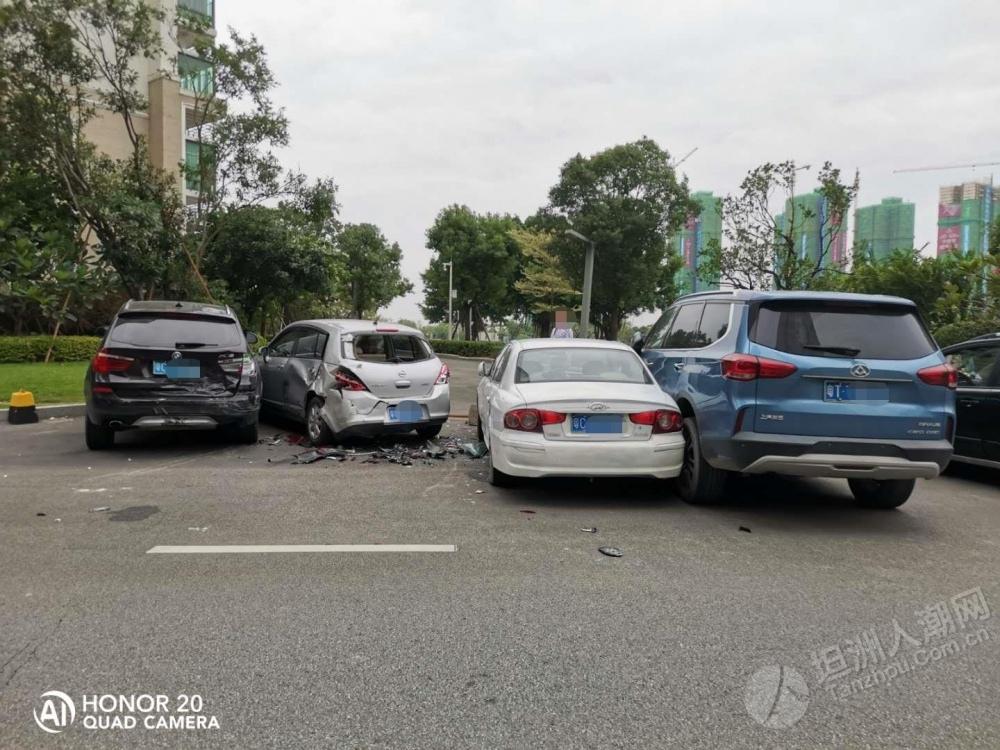 发生什么了?坦洲一小区路边多台车不同程度损坏...
