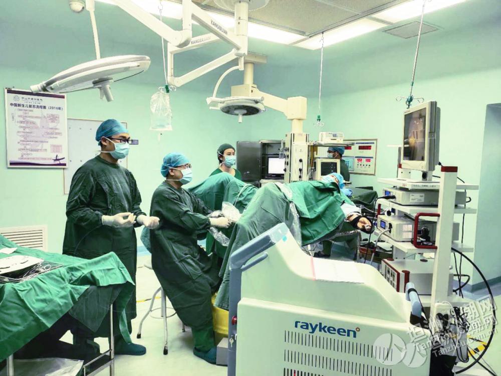 新突破!坦洲医院成功实施首例输尿管软镜钬激光碎石取石术