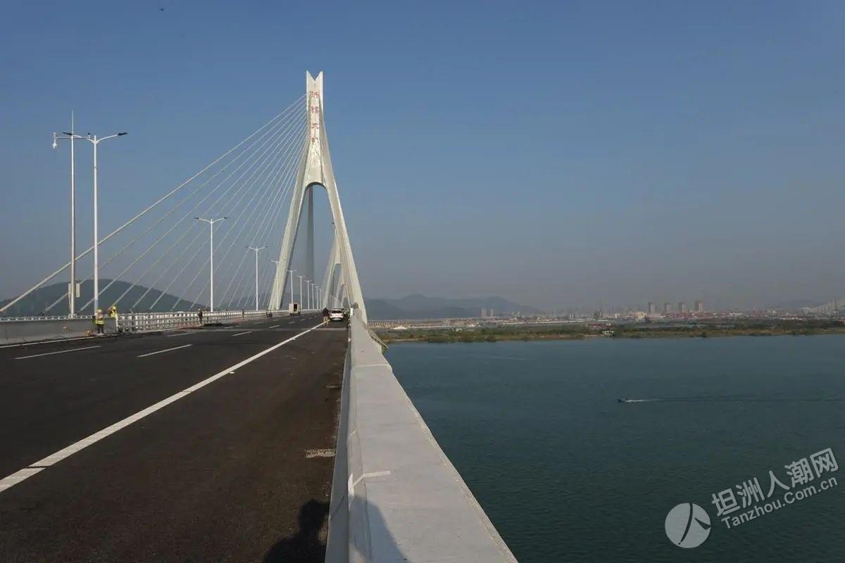 太漂亮了!洪鹤大桥、鹤港高速先行段,行车体验来了!