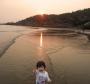 宝贝日落沙滩狂奔